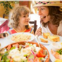 How to Eat Out for Under $20 with a Family of 6